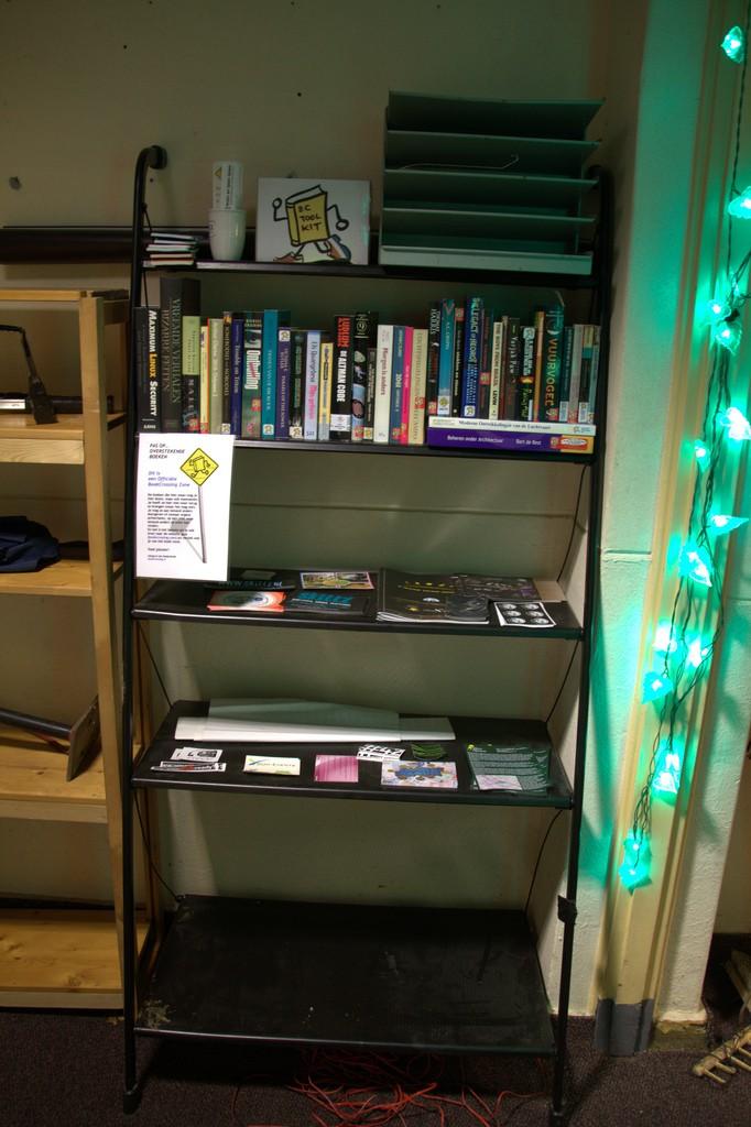 En BookCrossing-bokhylla.